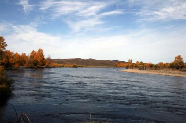 Сэрэмжлүүлэг: Дөрвөн настай хүүхэд голын эрэг дээр тоглож байгаад голд унаж нас баржээ