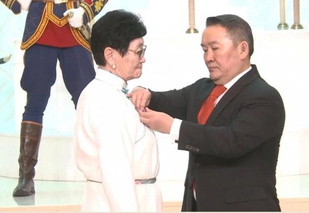 А.Амбасэлмаа Монгол Улсын гавъяат эмч цолоор шагнууллаа