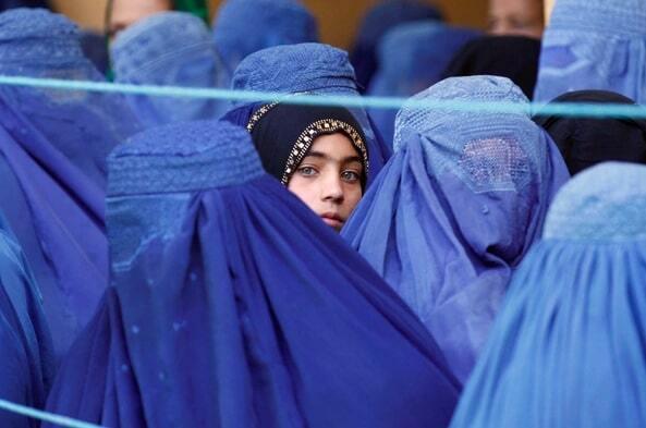 Талибчууд эмэгтэйчүүдийг Афганистаны засгийн газарт ажиллуулахаас татгалзав