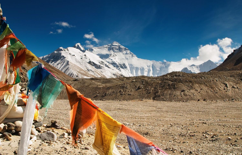 Балбын эрх баригчид уулчдыг Эверестэд гарахыг зөвшөөрчээ