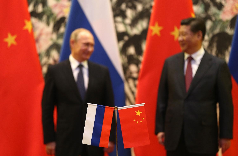 Орос бөхийж, Хятад гэдийж байна
