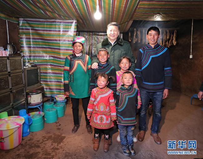Ши Жиньпин ядуу бүсийн иргэдийг эргэж очив