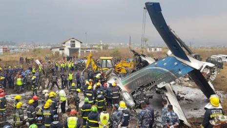 Балбын нийслэлд онгоц осолдож, 50 хүн амиа алдлаа