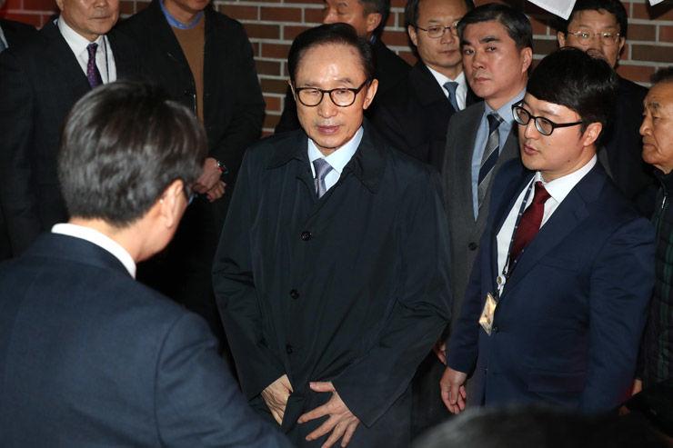 Өмнөд Солонгосын экс Ерөнхийлөгчийг авлигын хэргээр баривчиллаа