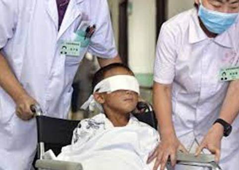 Мексикт муу ёрын сүнсийг тахих ёслолдоо итгэгчид хүүхдийнхээ нүдийг сохолжээ