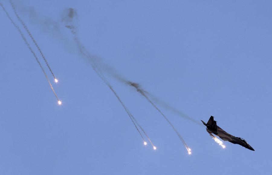 Израилийн онгоцууд Дамаскийн нисэх онгоцны буудлын орчимд цохилт өгчээ