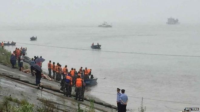 Хөх мөрөнд 450 гаруй хүнтэй хөлөг онгоц осолдлоо