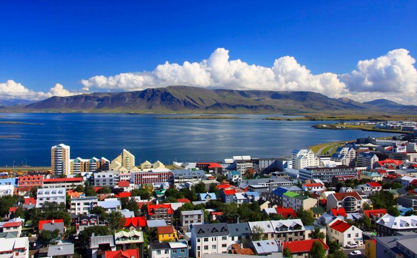 Цааны мах идэж, овоохойд унтдаг асан Исланд улс дэлхий нийтийг соронздсоор байна