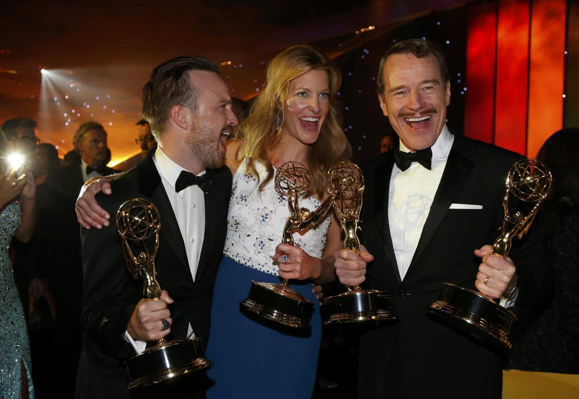 Эммийн шагнал гардуулах ёслолын үеэр жүжигчин Робин Уильямст хүндэтгэл үзүүлжээ