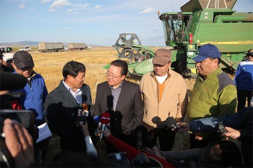 Ц.Элбэгдорж: Монголд газар тариалангийн шинэ эринг эхлүүлэх цаг ирлээ