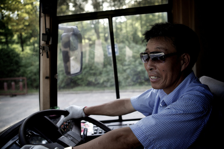 40 жил замын хөдөлгөөнд алдаа гаргаагүй жолооч өөрийн хүсэлтээр эрхээ цуцлуулжээ