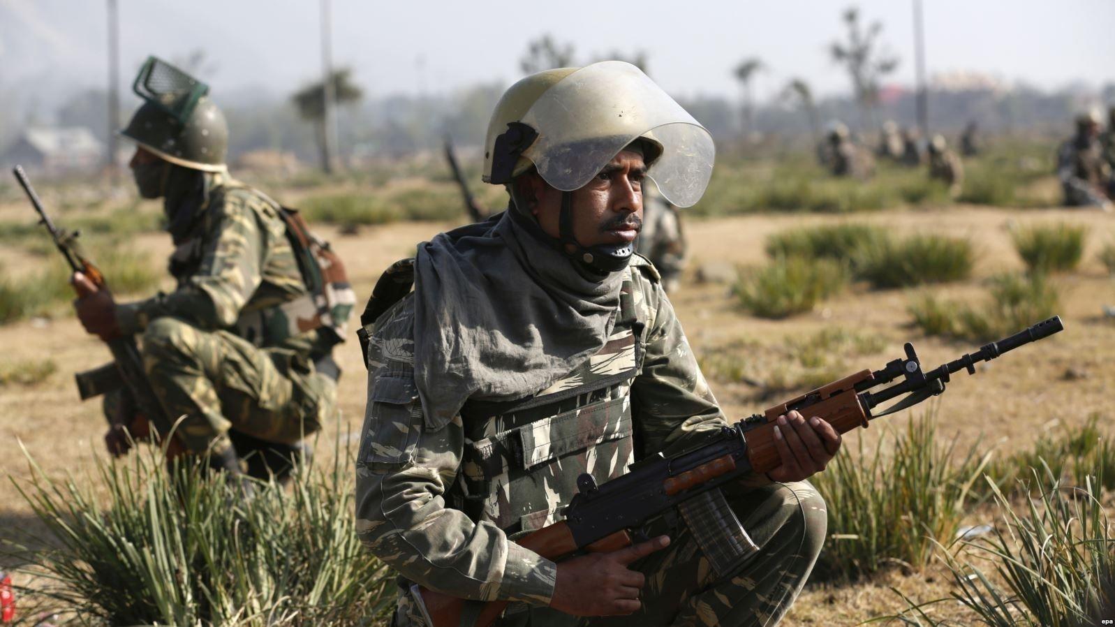 Дараалсан террорист халдлагуудын дараа Пакистан улс элчин сайдаа Энэтхэгээс дууджээ