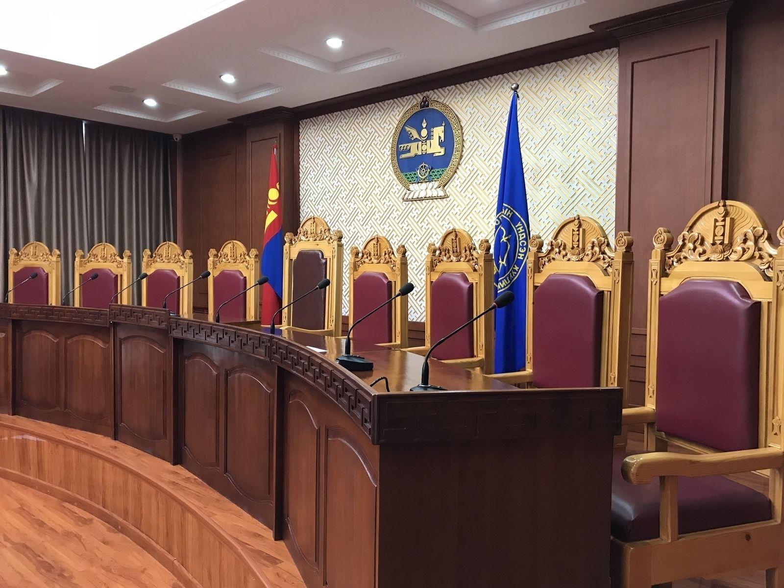Үндсэн хуулийн цэцийн гишүүнээр хэн ажиллах нь хэнд, ямар хамаатай вэ?