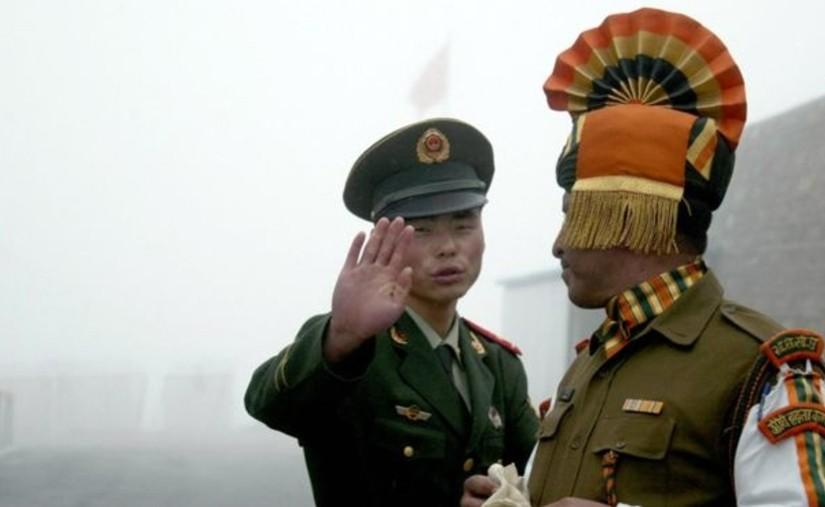 Энэтхэг болон Хятадын цэргүүд мөргөлджээ