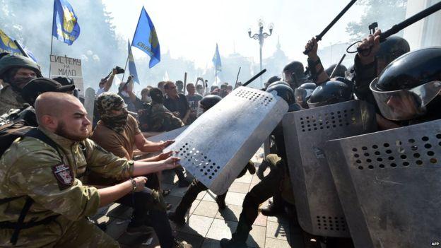 Украинд мөргөлдөөн үүсчээ