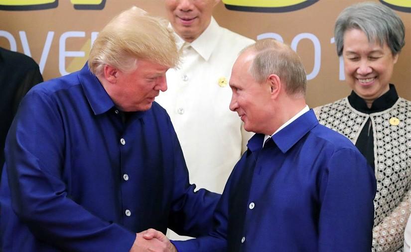 Трамп тагнуулын албаа дэмждэг ч Путинд итгэдэг