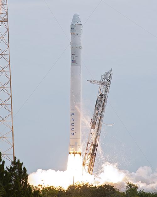 """Америкийн """"Falcon 9"""" пуужин сүйрэв"""