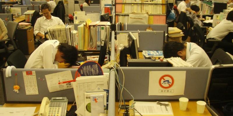 Япон хэт олон цагаар ажилладаг соёлоо өөрчилнө
