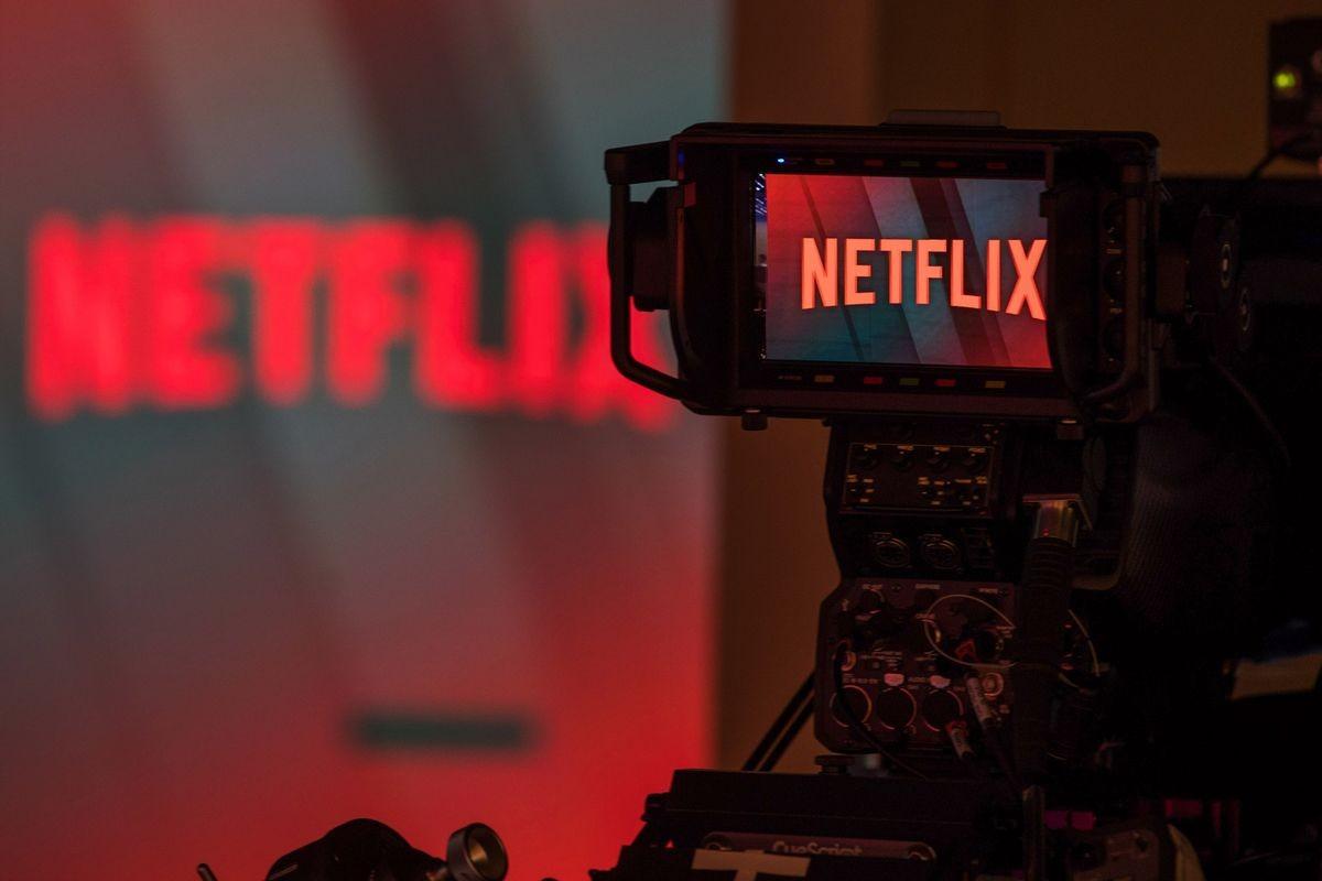 """""""Netflix"""" зах зээлд эзлэх байр сууриа тэлэхийн тулд стриминг үйлчилгээний үнийг бууруулна"""