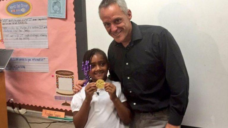 Хогийн савнаас олимпийн алтан медаль олжээ