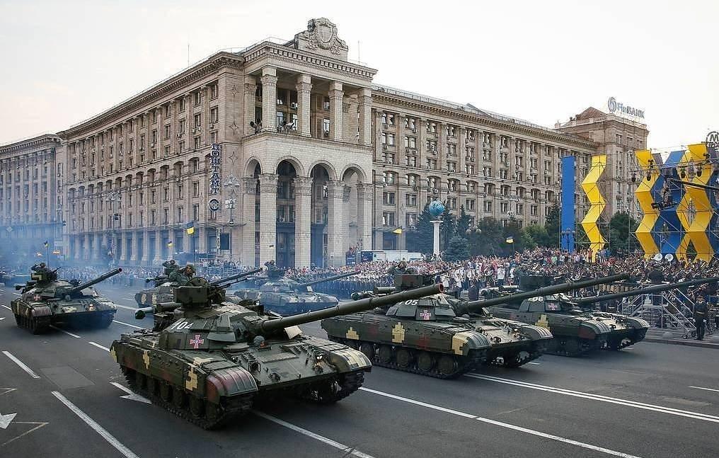 Владимир Зеленский өртөг өндөртэй тусгаар тогтнолын баярын жагсаалыг цуцалжээ