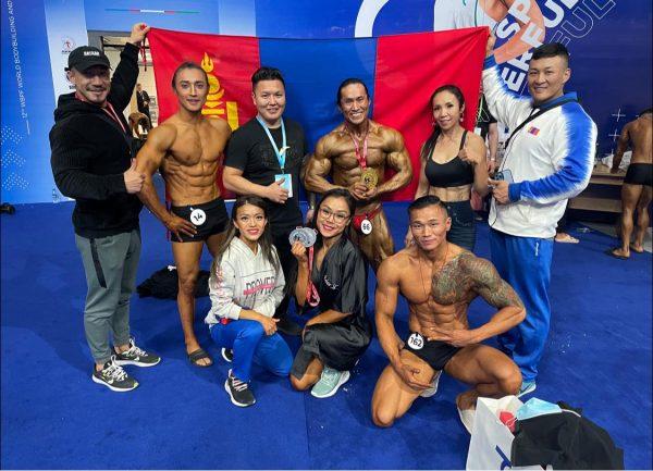 Монголын бодибилдинг, фитнессийн баг тамирчид ДАШТ-ээс 12 медаль хүртлээ
