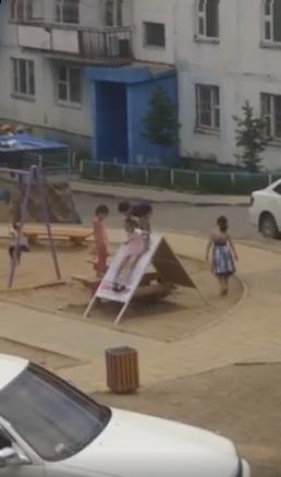 Сонгуулийн самбарын буянаар хүүхдүүд гулгууртай болжээ /видео/