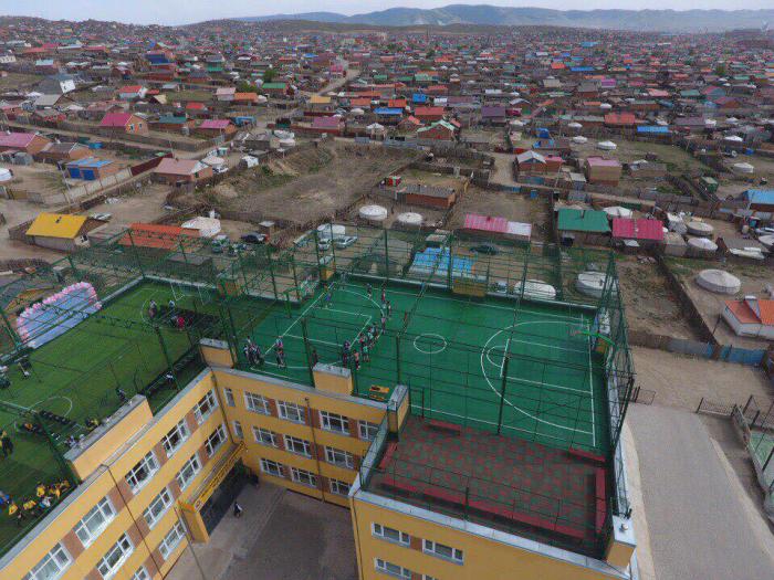 Монголдоо анх удаа сургуулийн дээврийг ашиглах байгууламжийг 104-р сургуульд бэлэглэлээ