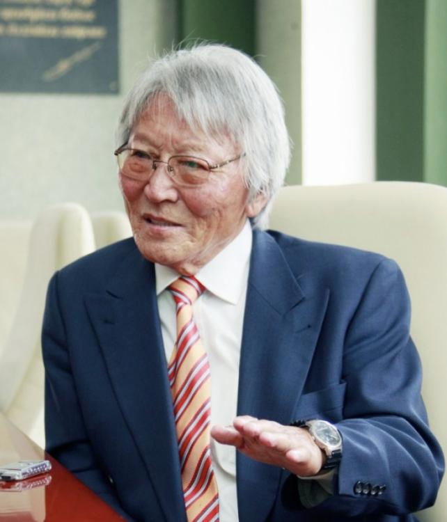 Зохиолч Чинагийн Галсан Нобелийн шагнал хүртэх өндөр магадлалтай