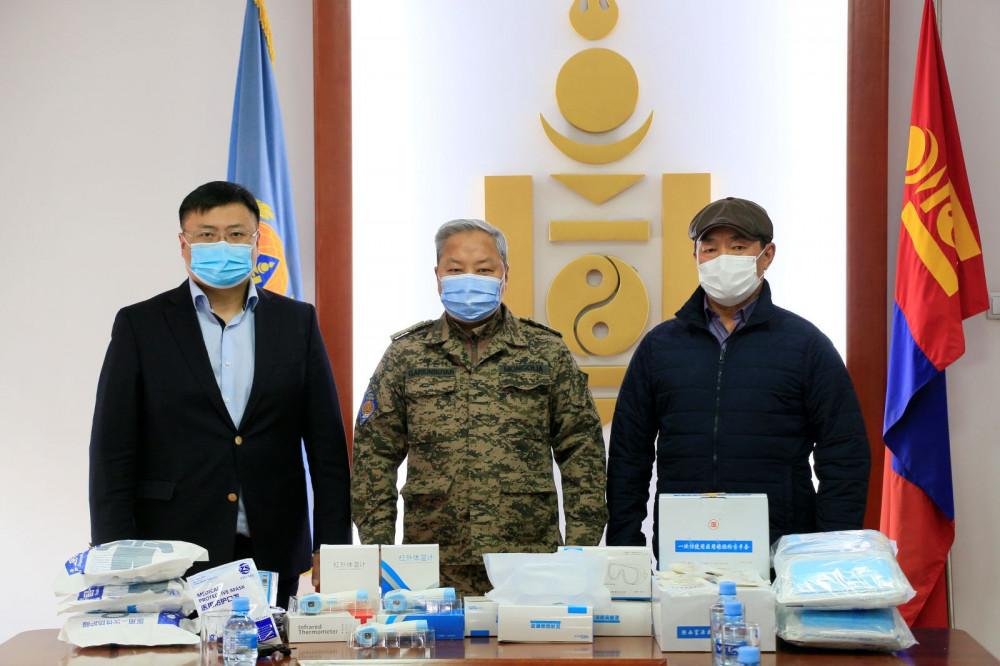 ӨМӨЗО-ы Улаанцав хотоос УОК-т 150 сая төгрөгийн үнэ бүхий эд материал хандивлалаа