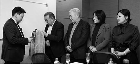 Э.Долгион Монголын өдөр тутмын сонинуудын холбоог удирдана