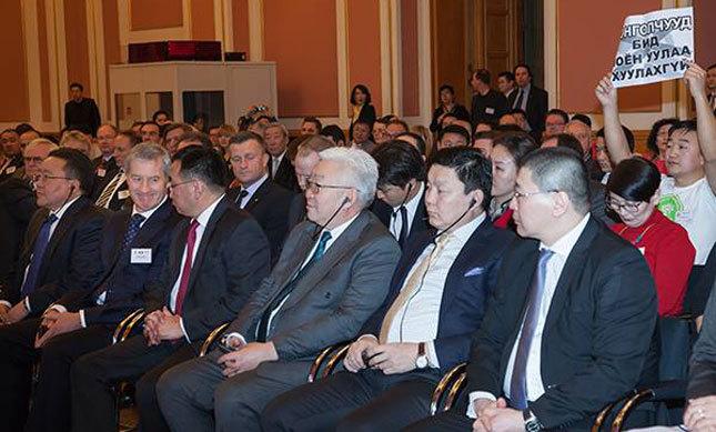 Монгол, Германы форумын үеэр Ноён уулын төлөөх тэмцлээ илэрхийлжээ