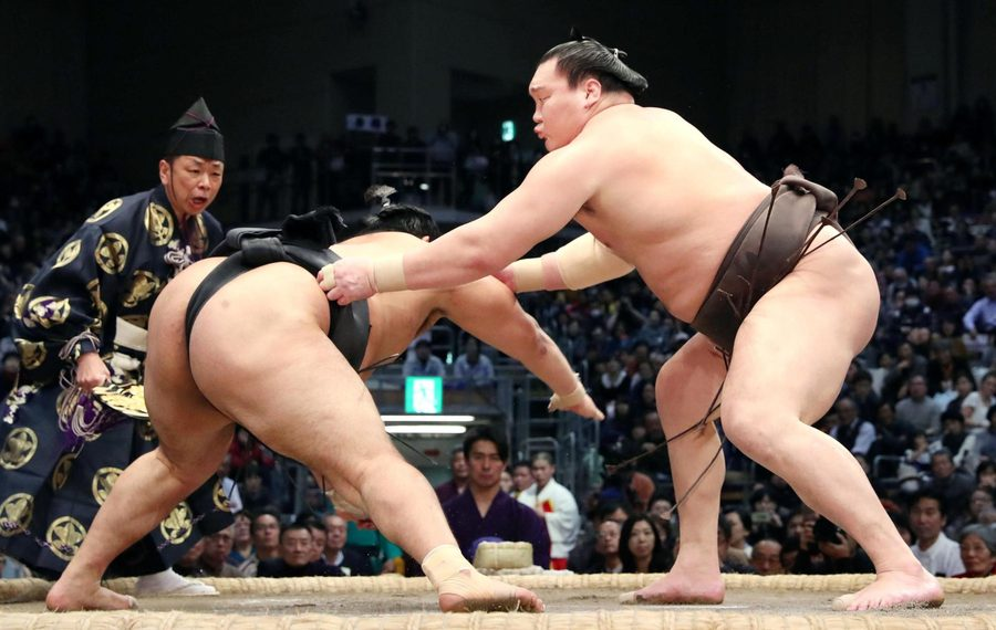 Их аварга Хакүхо, Сэкиваке Точиношин нар 5 даваатай башёг тэргүүлж байна