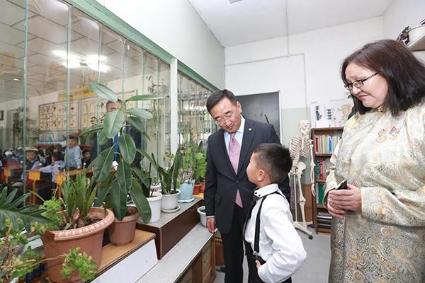 Сайд Л.Пүрэвсүрэн хотын захын сургууль, цэцэрлэгт ажиллав