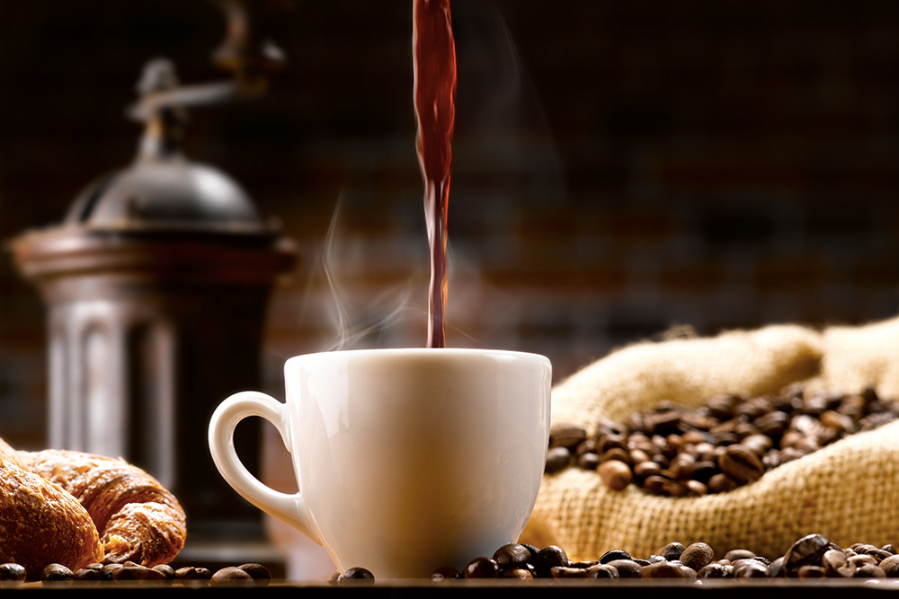 Жирэмслэх хүсэлтэй эмэгтэйчүүдэд кофе уухгүй байхыг зөвлөж байна