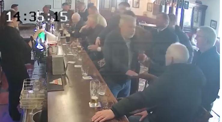 Конор МакГрегор настай хүн зодож буй бичлэг ил болжээ