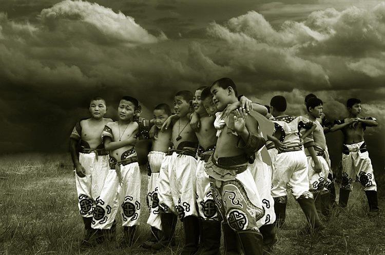 Үсэрсэн цус, тасарсан мах, элэг нэгт Өвөр Монголчууд минь