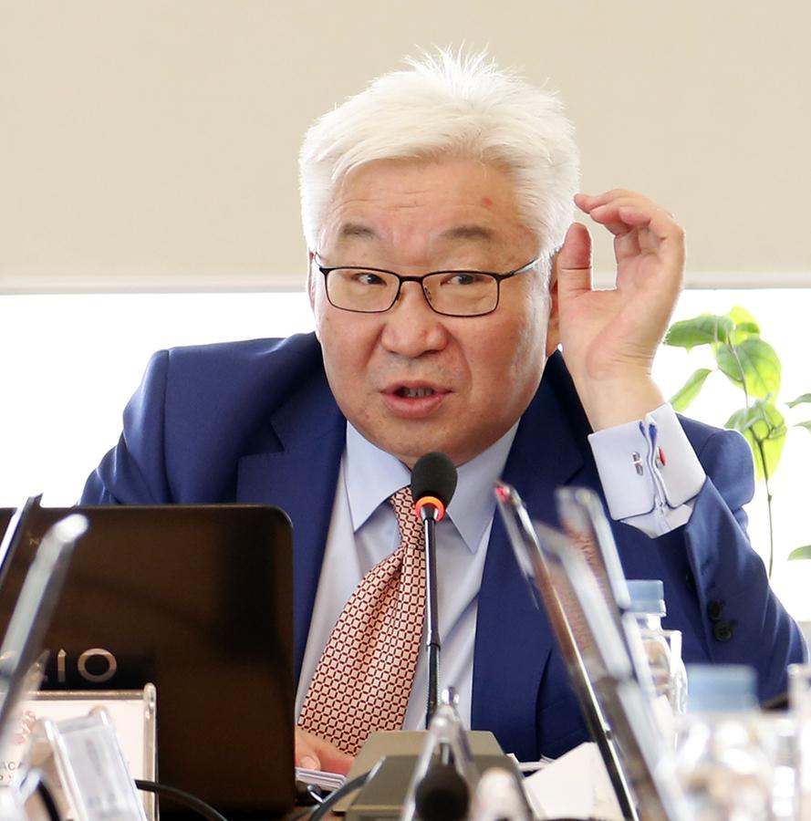 Э.Бат-Үүл: Би Ерөнхийлөгч Баттулгын Монголыг буцаан