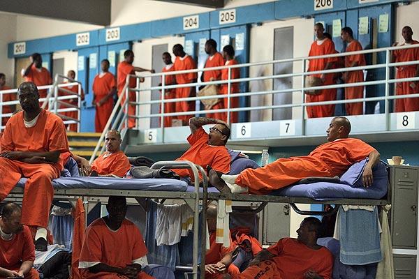 Зардлаа хэмнэж хоригдлуудаа суллана