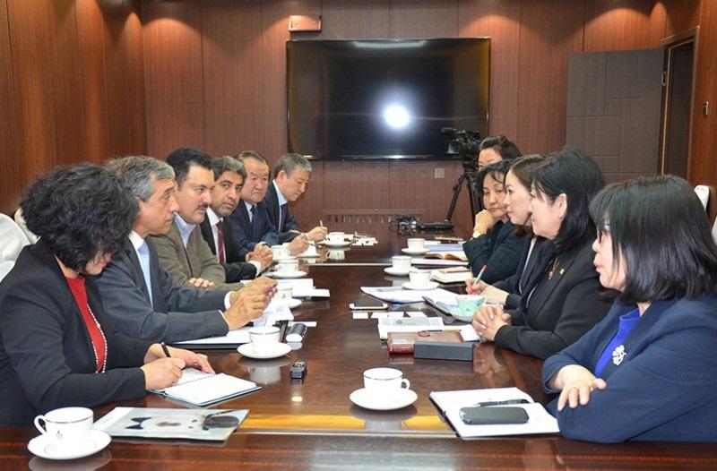 Кувейтийн сангийн төлөөлөгчдийг хүлээн авч уулзлаа