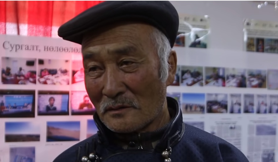 Балданцэрэн: Хятадуудаас айгаад овоон дээрээ мөлхөж гараад малаа дуранддаг