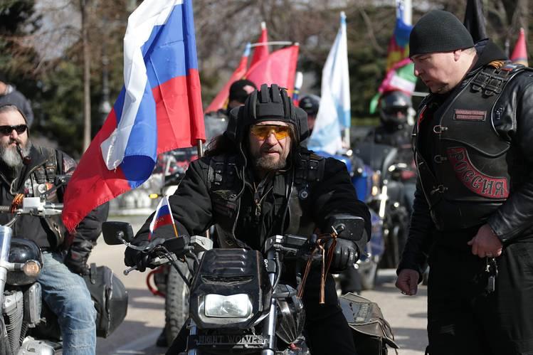 """В.Путины """"илгээсэн чононуудыг"""" Польш оруулсангүй, Герман байцаав"""