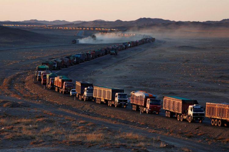 Гашуун сухайт-Ганц модны боомтын нүүрс тээвэр саатаж, 7000 машин түгжрээд байна гэлээ