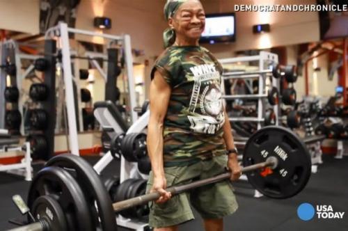 90 кг-ын штанг сэвхийтэл өргөдөг эмээ
