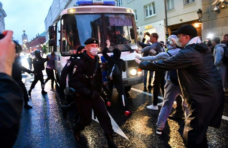 Москвад Путиныг эсэргүүцсэн 142 хүнийг баривчилжээ