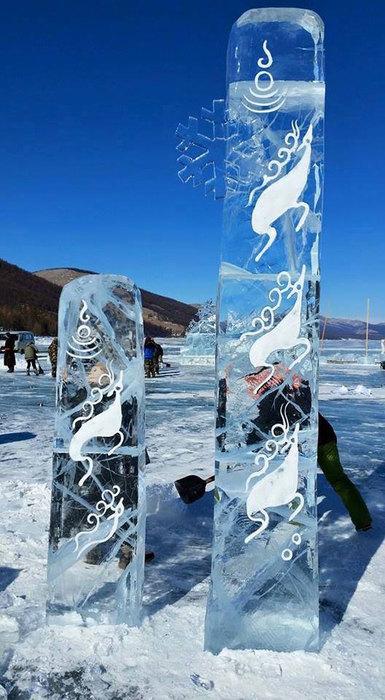 Буган чулуун хөшөөний мөсөн урлалуудаараа гайхуулж байна