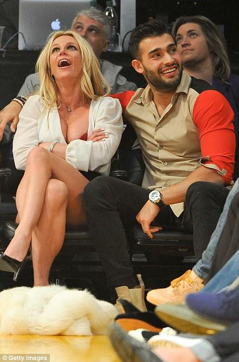 Дуучин Бритни Спирс шинэ хайр дурлалтайгаа учирчээ