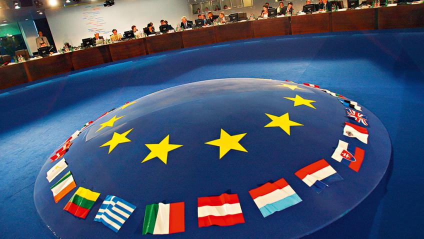 Европын холбоо анх удаа гишүүн улсаа шийтгэв