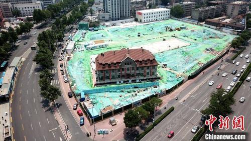 2600 тонн жинтэй барилгыг 76 метр зайд өргөн зөөвөрлөжээ