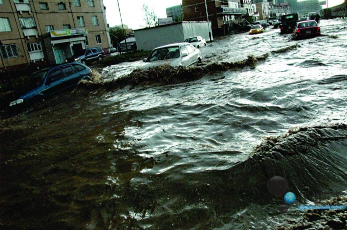 Үер усны аюулаас сэрэмжтэй байхыг анхааруулж байна